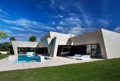 Dallage travertin pour l'intérieur et pour l'extérieur – une maison moderne en Espagne