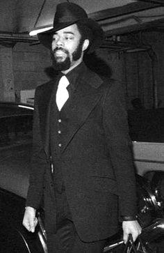 "Walt ""Clyde"" Frazier Nba Fashion, Mens Fashion, Walt Frazier, Sports Figures, Nba Basketball, My People, Black People, Stylish Men, Black Men"