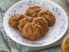 עוגיות גזר וטחינה Israeli Desserts, Cooking Recipes, Food, Chef Recipes, Essen, Meals, Yemek, Eten