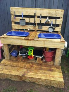 Pallet kitchen loving, from Beenleigh Family Day Care via let the children play ≈≈mud kitchen Kids Outdoor Play, Outdoor Play Spaces, Backyard Play, Kids Play Area, Children Play, Outdoor Play Kitchen, Outdoor Fun, Children Garden, Play Areas