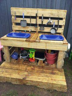 En la actualidad, los patios de juegos de los centros escolares son espacios comunes para todo el alumnado. No obstante, una rápida observ...