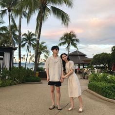 bestie cach dien do doi dep nhu ulzzang han 7 Ootd Poses Instagram, Instagram Beach, Mode Ulzzang, Korean Ulzzang, Matching Couple Outfits, Matching Couples, Cute Couples Goals, Couple Goals, Couple Photography