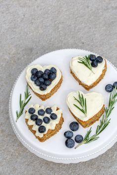 Wer schenkt dem Liebsten etwas zum Valentinstag? Tja, ich auch nicht 😉   Aber ich hab für euch etwas … Sugar Cookies, Sprinkles, Nom Nom, Cheesecake, Sweets, Baking, Breakfast, Desserts, Recipes