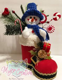 4th Of July Wreath, Holiday Decor, Holiday Ideas, Christmas Stockings, Christmas Crafts, Wreaths, Facebook, Home Decor, Christmas Ornaments
