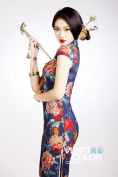 Sexy Chinese Girl in Silk CheongSam Dress Oriental Fashion, Asian Fashion, Chinese Fashion, Traditional Fashion, Traditional Dresses, Asian Woman, Asian Girl, Asian Ladies, Chinese Clothing