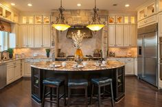 The Murietta Plan at Sienna Plantation - Kennet Hill / The Forest | Houston, TX - traditional - kitchen - houston - Meritage Homes
