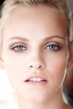 Makeup that suits blue eyes or others