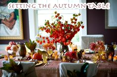 Entertaining in autumn? See how to create this awesome tablescape!