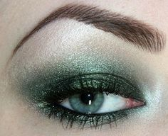 Green eyeshadow makeup for blue eyes