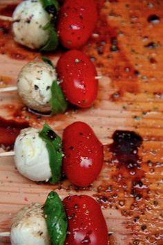 Caprese Salad on a stick! Perfect for backyard grilling and barbeques! A Summer must-make. Id switch out for roasted tomatoes instead Potluck Recipes, Fall Recipes, Cooking Recipes, Healthy Recipes, Bbq Appetizers, Western Food, Summer Snacks, Food For Thought, Family Meals