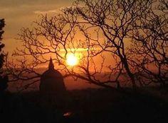 Il tramonto rosso dal Castello di Anna Tonazzi.