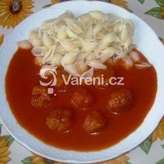 Rajská omáčka s koulemi z mletého masa recept - Vareni.cz Family Meals, Chili, Food And Drink, Menu, Soup, Pudding, Desserts, Kochen, Menu Board Design