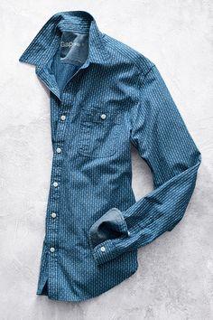 Gapのアイコニックアイテム、デニムシャツが春らしくおしゃれに。 【Men】 デニムシャツ/ID:225026 http://www.gap.co.jp/browse/division.do?cid=5063 #DressNormal
