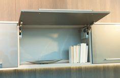 Detalhes ferragens e acabamento do produto. Porta Basculante. http://www.moradamoveis.com/