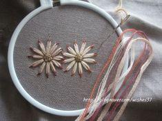 끝물들인 꽃자수 : 네이버 블로그 Ribbon Embroidery, Cross Stitch Embroidery, Embroidery Patterns, Crochet Patterns, Klimt Art, Gustav Klimt, Flower Step By Step, Textiles, Thread Work