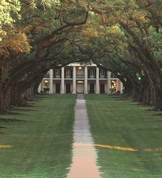 Would LOVE to have my wedding or reception in the backyard of a huge Southern plantation house like this