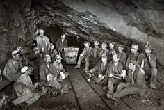 His pictures highlight how the mines were constructed and the precarious-looking wooden beams and ladders installed underground. - Rare Flash Photography Shows Cornish Miners In The Toiling Deep Underground - Flash Photography, Image Photography, Photography Tutorials, Creative Photography, Portrait Photography, Inspiring Photography, Beauty Photography, Digital Photography, Flash Fotografia