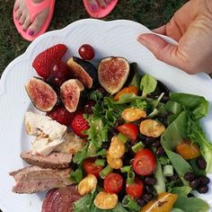 The @thefitfork made a rocking summer  salad yet again with ENLIGHTENED's crisps !! Post your recipe and tag @eatenlightened for your chance to be tagged in our Moments of ENLIGHTENMENT   #eatenlightened #salad #recipe #delicious #macros #Iifym #yum #fruit #summer #lowcal #motivation #vegancrisps #vegan #nongmo #healthy #fitspo #healthyfoods #snack #healthylife #workout #protein #makingsaladsright #greens #meals #inspiration