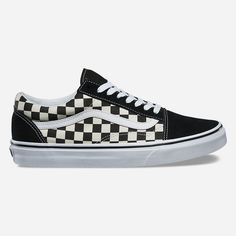 Vans Old Skool Shoes ($60) ❤ liked on Polyvore featuring shoes, sneakers, suede skate shoes, suede sneakers, lacing sneakers, cushioned shoes and vans sneakers
