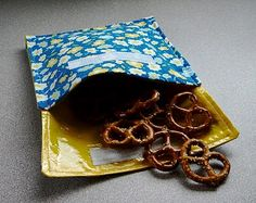 DIY Cloth snack baggie - SO cool.