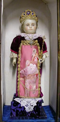 Carmel de Lisieux- Cet Enfant Jésus de cire, « Roi de Grâce du Carmel de Beaune », fut offert par la prieure du Carmel de Beaune en 1874 et fut aussitôt installé à la Tribune.