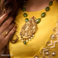 Pearl Necklace Designs, Jewelry Design Earrings, Beaded Jewelry Designs, Fancy Jewellery, Bead Jewellery, Gold Bangles Design, Gold Jewelry Simple, Sams, Choker