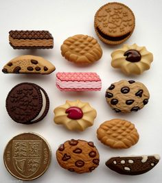 BISCUIT JAR Novelty Craft Buttons Cookies Chocolate Sweets Food Cake Sewing Fun #DressItUp