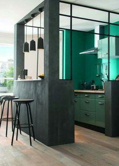 .#WestwingNL. Black & Green Kitchen. Voor meer inspiratie: westwing.me/shopthelook