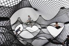 numen/for use inflates interactive net blow-up in yokohama Interactive Installation, Interactive Art, Installation Art, Art Minimaliste, Ecole Design, Minimal Art, Blog Art, Action Painting, Filets