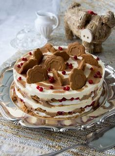 *~Christmas~* Dream cake combines meringue, caramel, cranberries, and brings a wonderful spice, cinnamon.