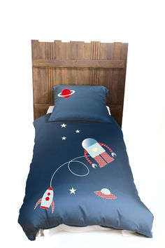 Fly me to the moon   nightglowing bedset. A drem come true bedding for boys