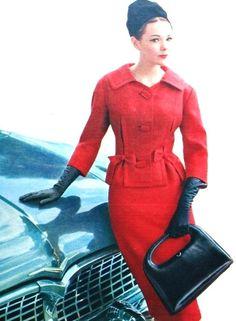Model carrying a black leather handbag for Libelle magazine, January 1962 Moda Retro, Moda Vintage, Vintage Mode, Vintage Wear, Vintage Glamour, Vogue Vintage, 1950s Style, Vintage Outfits, Vintage Dresses