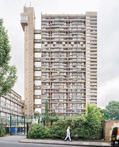 BRUTAL_ARCHITECTURE FEATURE SHOT OF THE DAY ➖➖➖➖➖➖➖➖➖➖➖➖➖➖ Congratulations to @daciangroza for having this excellent shot of that classic London brute the Trellick Tower, designed by Ernő Goldfinger and completed in 1972 (now Grade II* Listed), featured as the Brutal Architecture Shot of the Day 🇬🇧🙌🏻 ➖➖➖➖➖➖➖➖➖➖➖➖➖➖ Follow @brutal_architecture and use the #brutal_architecture tag for the chance to have your Brutal Architecture shots featured ➖➖➖➖➖➖➖➖➖➖➖➖➖➖ Founder: @thefasthog…