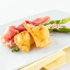 Raviolis frits farcis au Jambon de Parme et petits piments doux fourrés à la ricotta