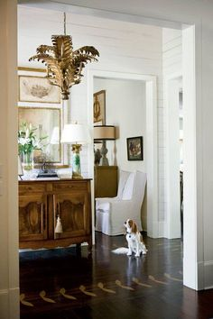 Calm, Classic Southern Home Make Antiques the Focal Points - fabulous entry via Southern Living - photo Melanie Acevedo Source by laurelbern. Elegant Home Decor, Elegant Homes, Classic Home Decor, Home Interior, Interior Decorating, Interior Design, Design Entrée, House Design, Design Ideas