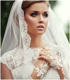 Vintage veil. i want mine to look similar to this. lace along the edges. so pretty. but really havent decided- because i lovvve the vinntage inspired head pieces/bands too!