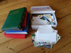 Oude beschreven kaarten, kaarten als souvenir en kaartenalbums. 3 vliegen.