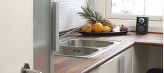 En benkeplate i tre gjør kjøkkenet naturlig vakkert. Men det gjelder å stelle pent med treverket. Hvis ikke kan det bety mye ekstra arbeid. Sink, Home Decor, Sink Tops, Vessel Sink, Decoration Home, Room Decor, Vanity Basin, Sinks, Home Interior Design