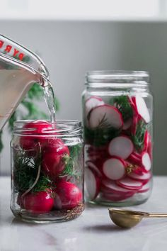 Quick Pickled Radishes, Pickled Vegetables Recipe, Pickling Vegetables, Radish Pickle Recipe, Radish Recipes, Quick Refrigerator Pickles, Superfood Recipes, Homemade Pickles, Fermented Foods