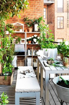 Put your green thumb to work! Find IKEA outdoor plant pots, plant stands, growing accessories and watering cans to help turn your backyard, patio or porch into a beautiful garden. Small Balcony Garden, Small Patio, Outdoor Spaces, Outdoor Living, Outdoor Decor, Ikea Outdoor, Interior Exterior, Garden Inspiration, Garden Ideas