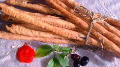 ΚΡΙΤΣΙΝΙΑ ΜΕ ΕΛΙΑ, ΒΑΣΙΛΙΚΟ ΚΑΙ ΠΙΠΕΡΙΑ ΦΛΩΡΙΝΗΣ Νόστιμα κριτσίνια σε μια απλή… Cyprus Food, Burritos, Food Processor Recipes, Carrots, Goodies, Cooking Recipes, Snacks, Vegetables, Trials