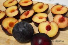 Prajitura rasturnata cu prune pregatita de Ramona Dascalu Caramel, Peach, Recipes, Food, Sticky Toffee, Candy, Peaches, Eten, Recipies