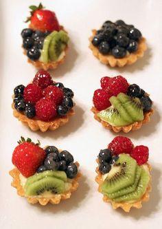Bridal shower tea party food fruit cups ideas for 2019 Desserts Français, Delicious Desserts, Dessert Recipes, Yummy Food, Tea Party Desserts, Party Cakes, Tea Party Snacks, Tea Party Cupcakes, Fruit Party