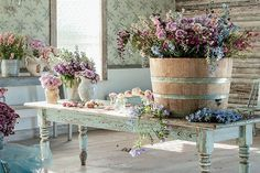 Prairie barrels have become an iconic element of the bed-and-breakfast. Filled with masses of both faux and fresh flowers, they can be refreshed quickly in the scorching Texas sun.