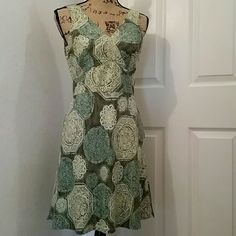 Liz Claiborne silk summer dress Beautiful summer dress. The shell is 100% silk with 100% acetate lining. Side zip closure. Liz Claiborne Dresses Midi