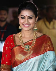 Ever gorgeous in traditional south indian look for an event ❤️ . Indian Look, Indian Wear, Indian Blouse, Sneha Actress, Tamil Actress, Long Pearl Necklaces, Gold Necklace, Gold Jewelry, Gold Bangles