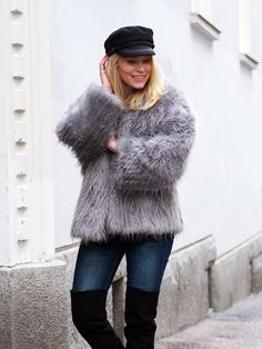 LACK OF COLOUR / Faux fur jacket Outfit / Over knee boots