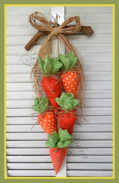 Perfect for Spring! This Fabulous Easter Wreath will look so awesome on my Front Door. Felt Crafts, Fabric Crafts, Diy And Crafts, Easter Projects, Easter Crafts, Easter Decor, Spring Crafts, Holiday Crafts, Diy Ostern