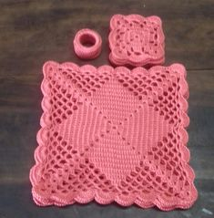 Crochet Luncheon Table Setcuadrados a crochet Crochet Placemat Patterns, Crochet Square Patterns, Crochet Motifs, Crochet Quilt, Crochet Blocks, Crochet Dishcloths, Crochet Tablecloth, Crochet Pillow, Crochet Round