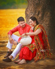 Punjabi Wedding Couple, Punjabi Couple, Wedding Couples, Wedding Couple Pictures, Couple Photos, Kurta Pajama Men, Couples Modeling, Phulkari Suit, Bollywood Couples